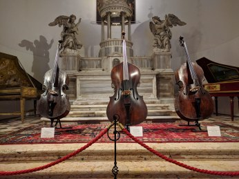 We found a musical instrument display in one of the churches. These are kontrabasses.